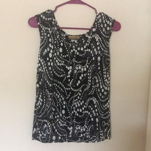 Black n White designed sleeveless blouse